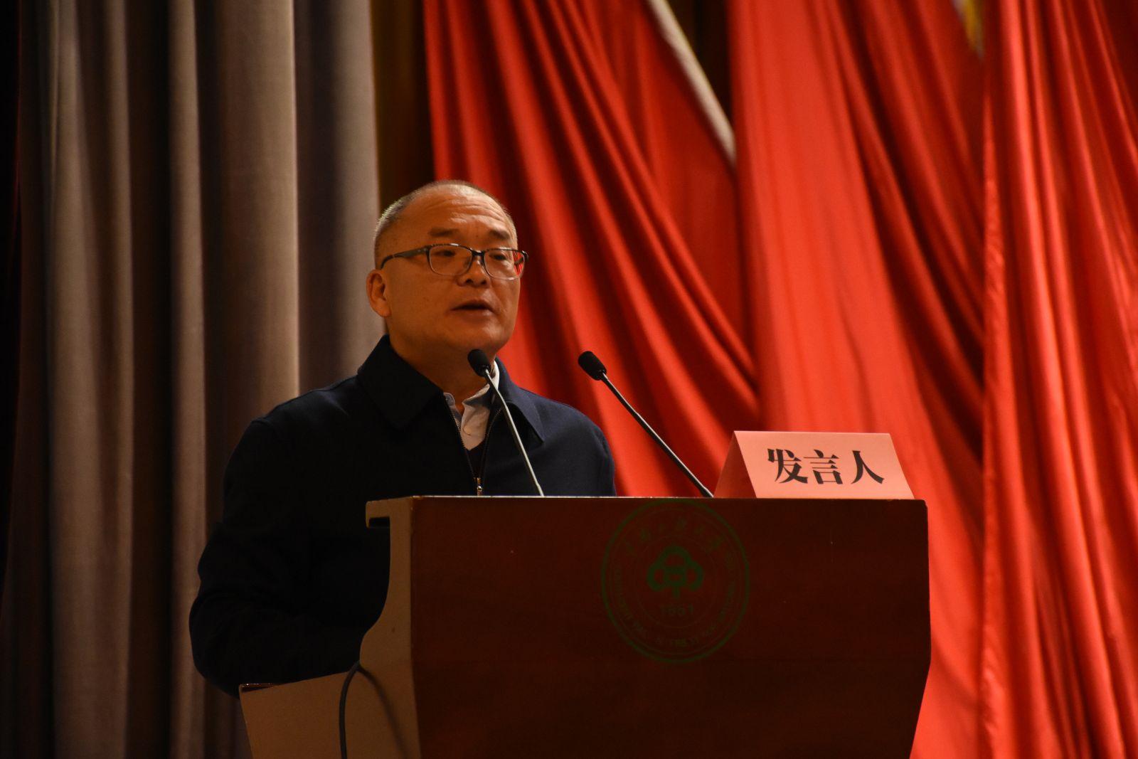 中国人类学民族学研究会常务副会长石玉钢发表讲话