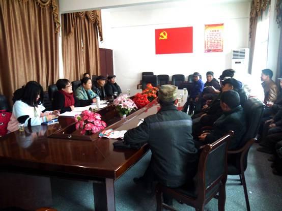 课题组与村民代表座谈精准扶贫实施情况
