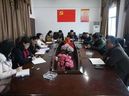 课题组与凤凰县腊尔山镇政府领导干部开展精准扶贫座谈会