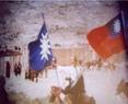 1944年8月6日中华民国国民政府蒙藏委员会驻藏办事处处长沈宗濂、主任秘书陈锡璋及其它工作人员侍卫、家属等12人骑马并举着青天白日满地红的国旗及白星兰底的国民党党旗列队进入拉萨。