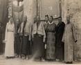 1946年前四大嘎伦,左一藏政府彭康嘎伦,左二达扎摄政的卓尼钦布掌握十全的大管理者(很少露面),左五然巴嘎论,右四索康嘎论,右三嘎须巴嘎论,右一蒙藏委员会驻藏办事处代理处长陈锡璋。