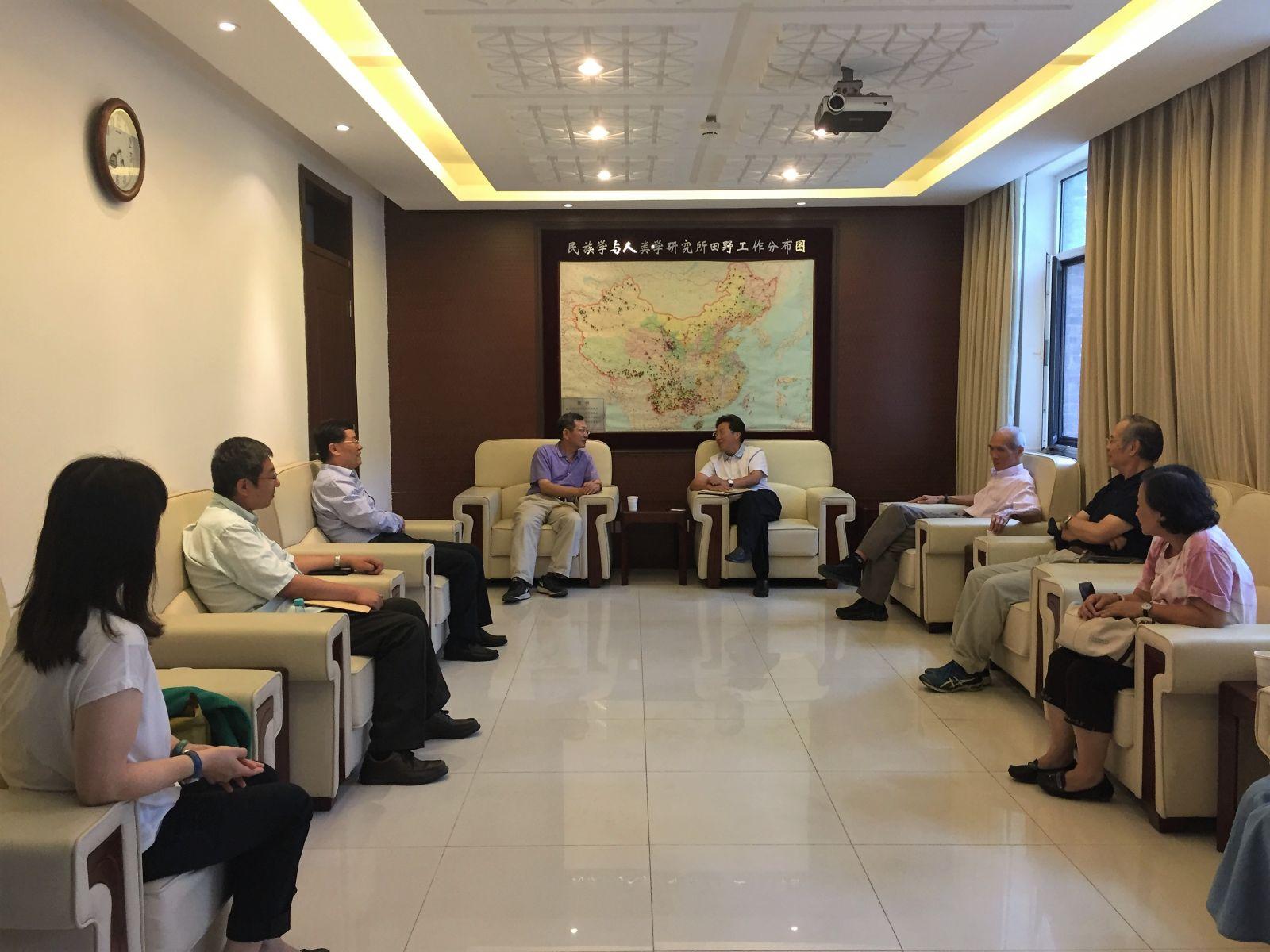 方勇书记、尹虎彬副所长会见台湾来访学者-2