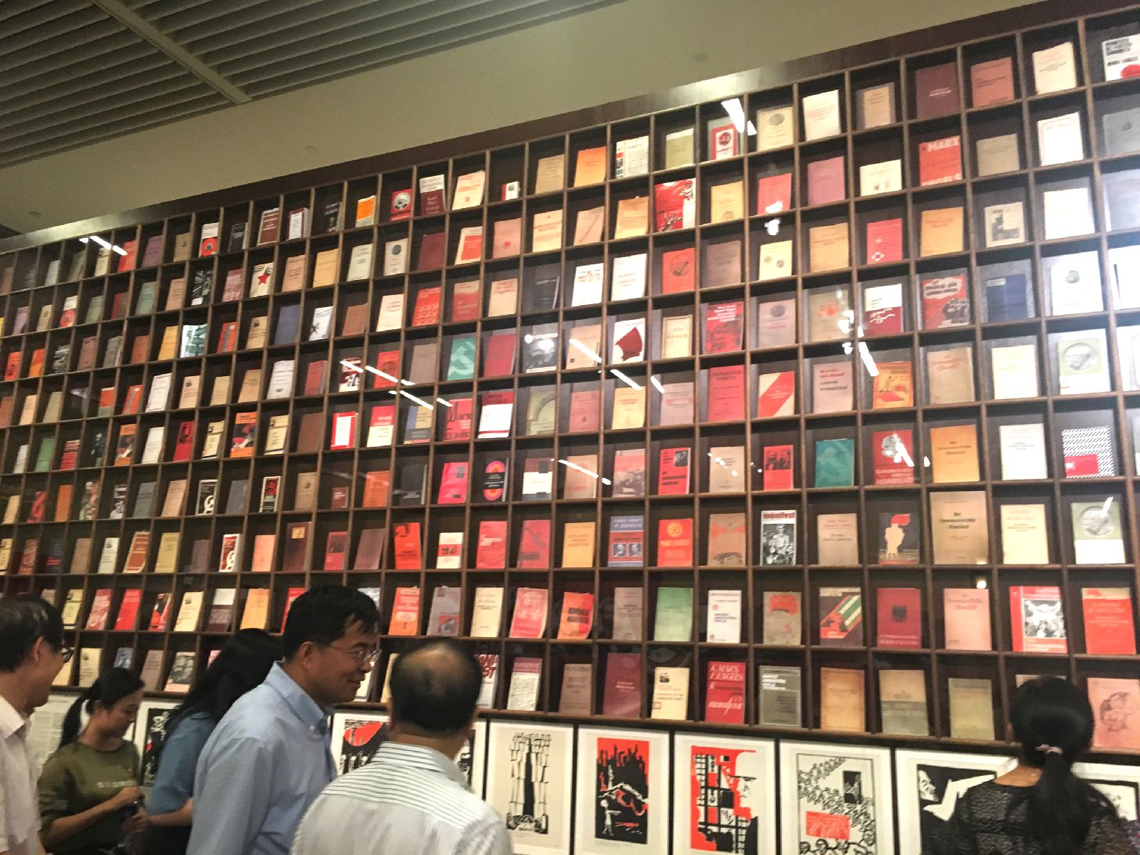 马克思主义经典著作和中国马克思主义研究图书墙,孔敬摄影